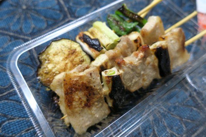 塩味の豚精肉(1本96円)と野菜串(1本96円)