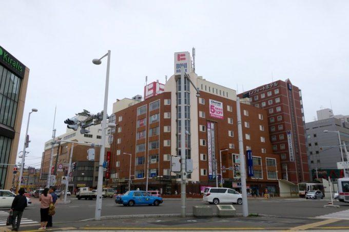 函館駅前にある老舗デパート・棒二森屋。