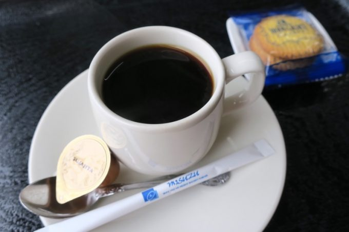 ホットコーヒー(390円)は飲みやすい濃さと若干の酸味。