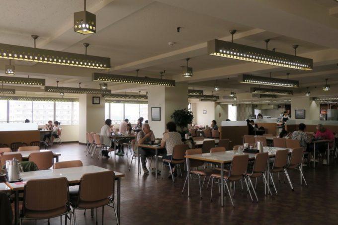 レストラン和家の店内。デパートの食堂感は健在だった。