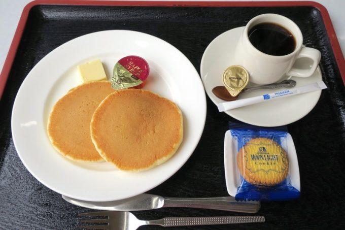 レストラン和家のホットケーキ(330円)とホットコーヒー(390円)
