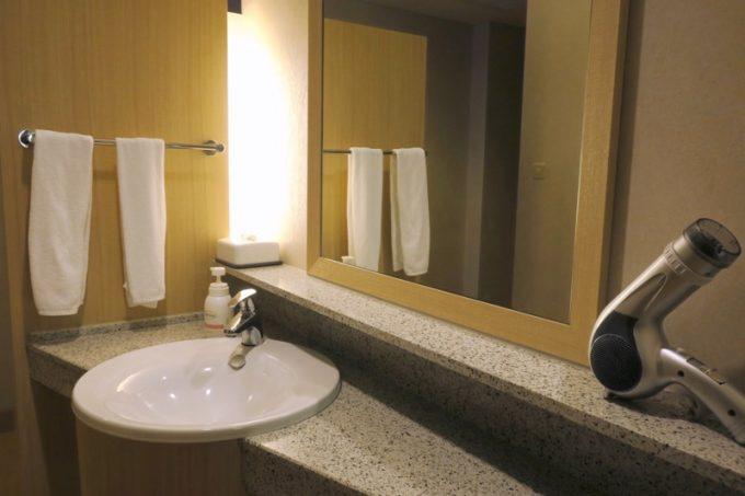 ツイン・イーストウィングには、2つの洗面台がある(その1)