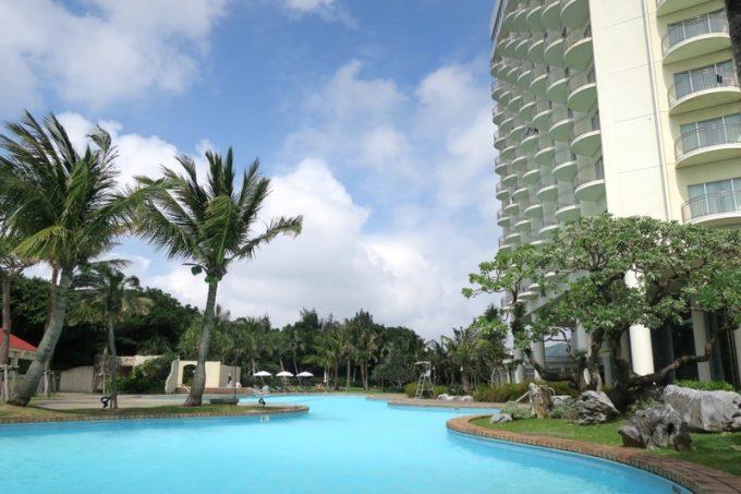 ラグナガーデンホテルの屋外プール