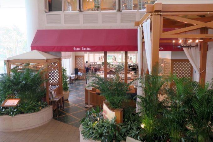 朝食は1階レストラン「パセオガーデン」へ。