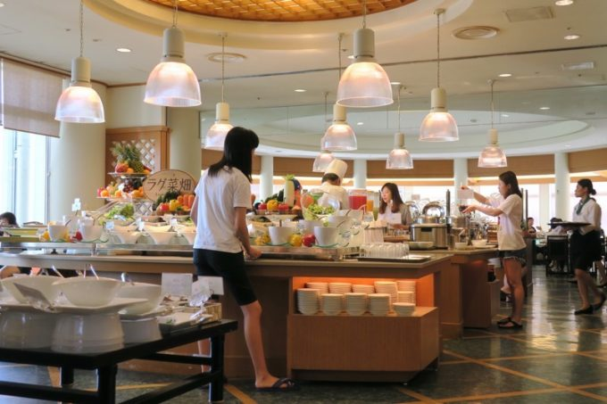 「パセオガーデン」朝食会場の雰囲気