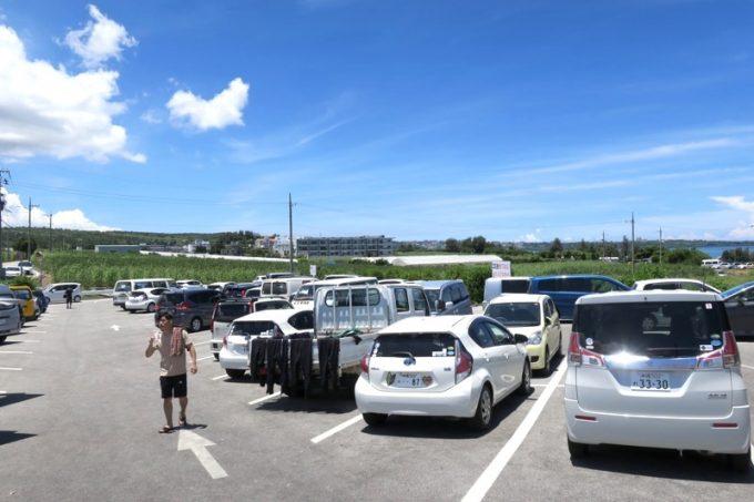 真栄田岬の駐車場(その1)
