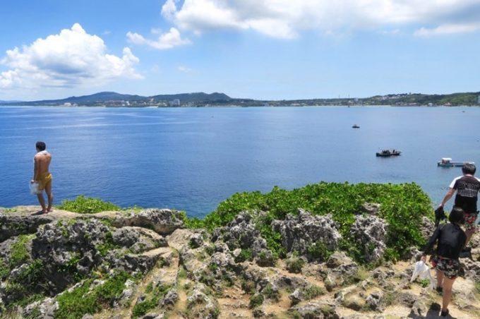 真栄田岬の東屋から見える景色(その2)