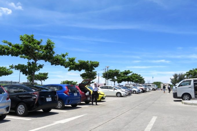 真栄田岬の駐車場(その2)