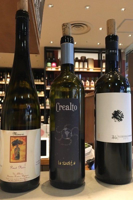 赤・白いろいろワインを有料試飲できる。
