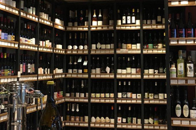 「ワイン好きによるワイン好きのための専門店」なだけあって、実に様々なワインがある。