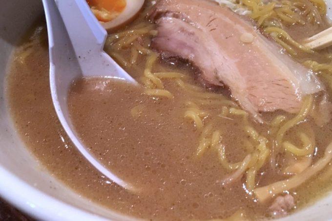 味噌ラーメンのスープ。