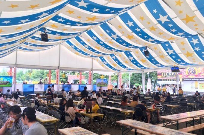 2017年の「さっぽろ大通ビアガーデン」サッポロビールの客席