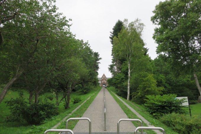 「トラピスト修道院」は小高い丘の上にある。
