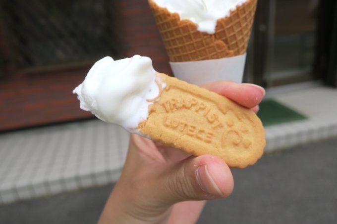 ソフトクリームについているトラピストクッキーがウマい。