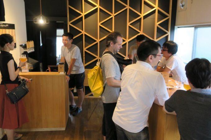 京都醸造の工場併設タップルーム。