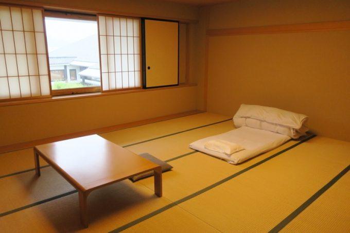 15畳ある部屋にひとりで滞在。