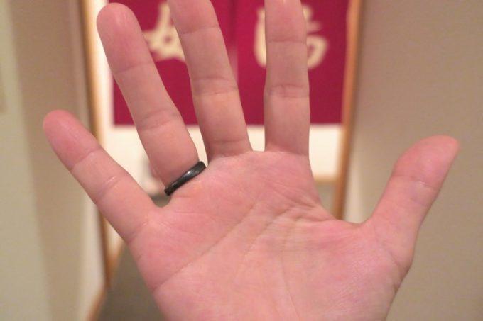 イオウ泉の成分で、指輪が黒く変色してしまった。