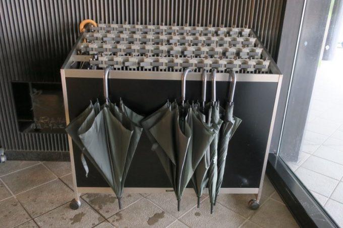 吉祥閣の入り口にあった傘は自由に使うことができる。