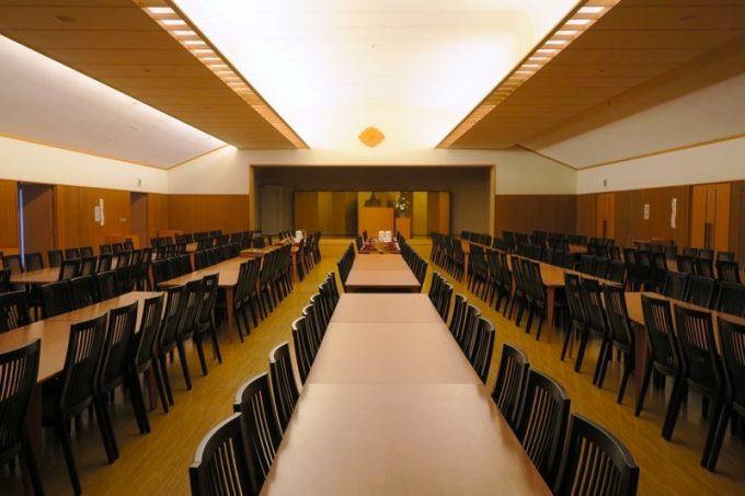 広い食堂。軽く300人は入れそうだった。