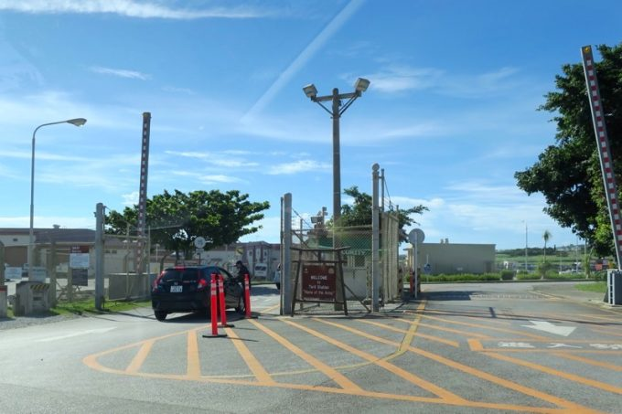 読谷「トリイステーション」内トリイビーチの開放デーは、入場はゲート4(渡久地ビーチ側)から入る。