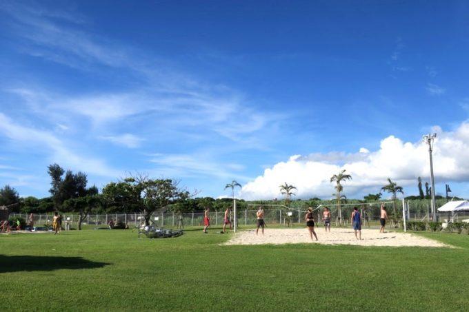 トリイビーチの敷地内には、ビーチバレーのコートがある。
