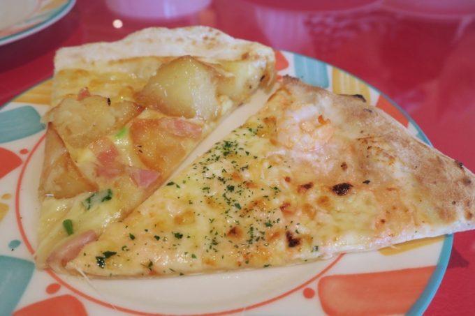 「ピッツェリア アモリーノ」の食べ放題ピッツァは1ピースずつ好きなものを取り分けてもらえる。