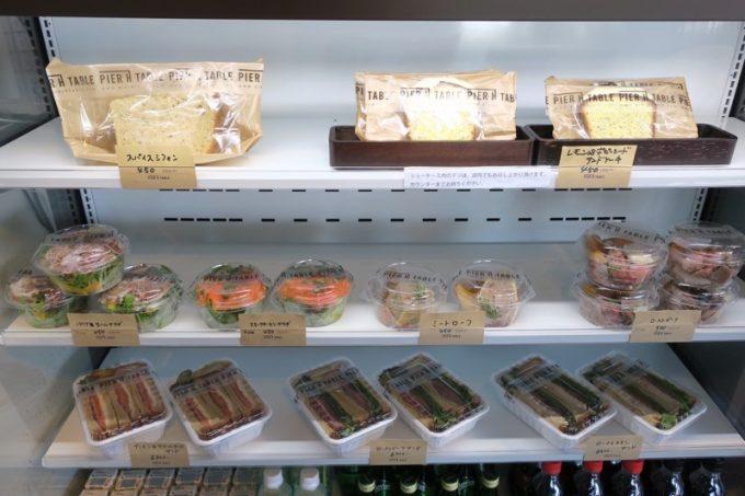 冷蔵ケースには、サンドイッチやちょっとしたデリが売られていた。