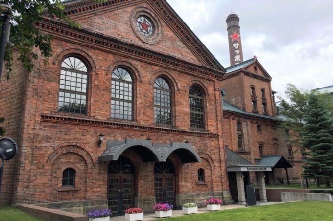 赤煉瓦の建物は、札幌製糖工場として建設された後、1905年から札幌麦酒会社が使っていた。