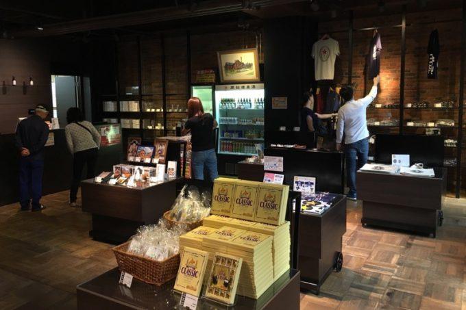 サッポロビール博物館のミュージアムショップでお土産を買う。
