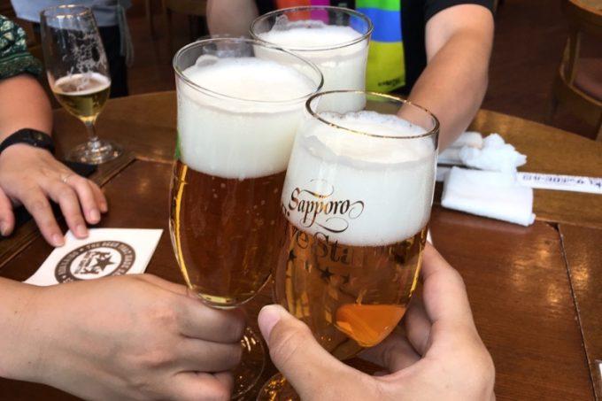 サッポロビール園限定のサッポロファイブスター(グラス、490円)で乾杯。