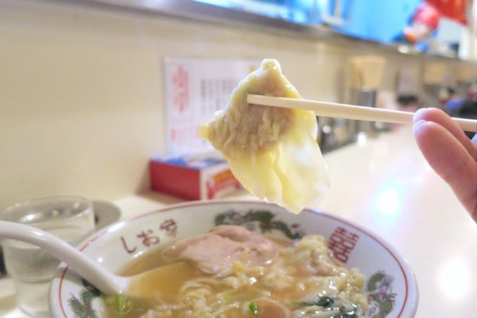 函館のワンタンって、餡がたっぷりで平べったいのが特徴なのでしょうか。