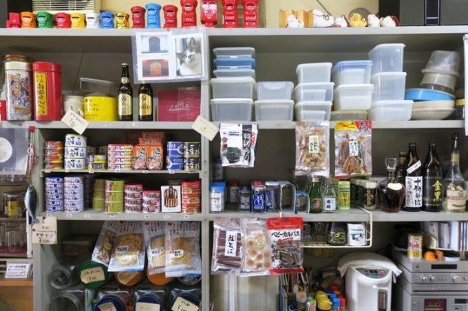 瀧澤酒店は角打ちなので、缶詰のつまみも多い。