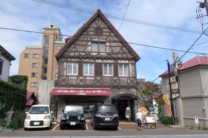 函館山の麓にあるカール・レイモンの工場兼直売所「レイモンハウス元町店」の外観