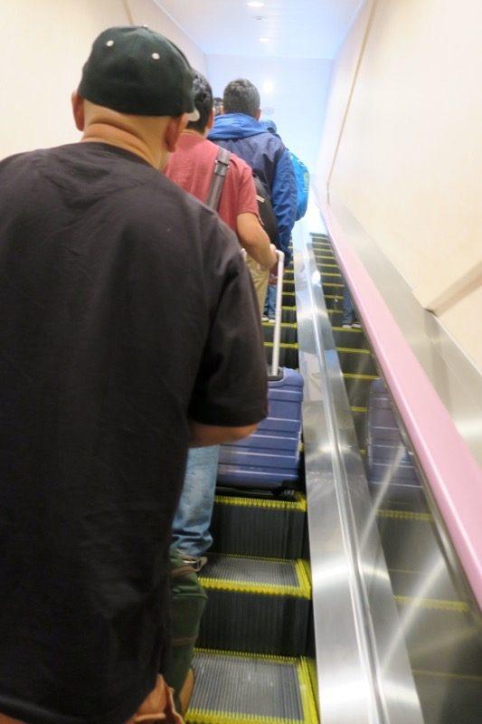 車輛乗船部分からエスカレーターで上の階へ移動。