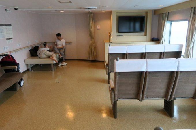 バリアフリールームには簡易ベッドもあった。