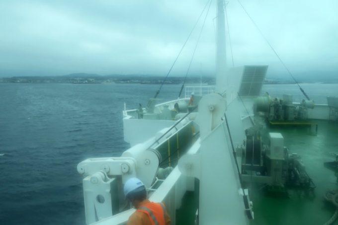 津軽海峡の荒波に揉まれた往路。客室の窓にまで高波をかぶった航海となった。