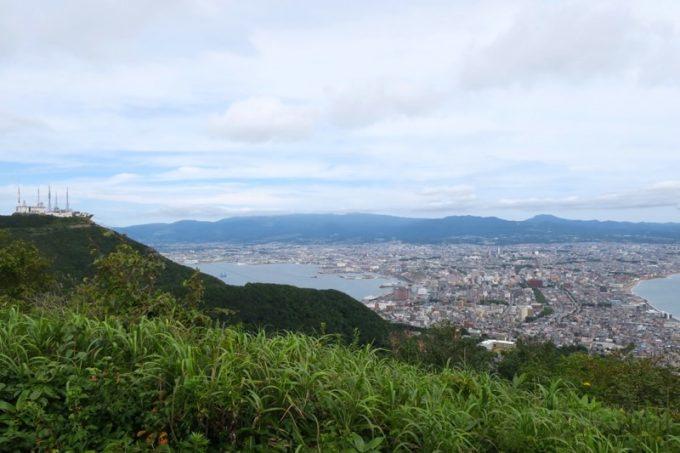 千畳敷から函館市内を眺める。