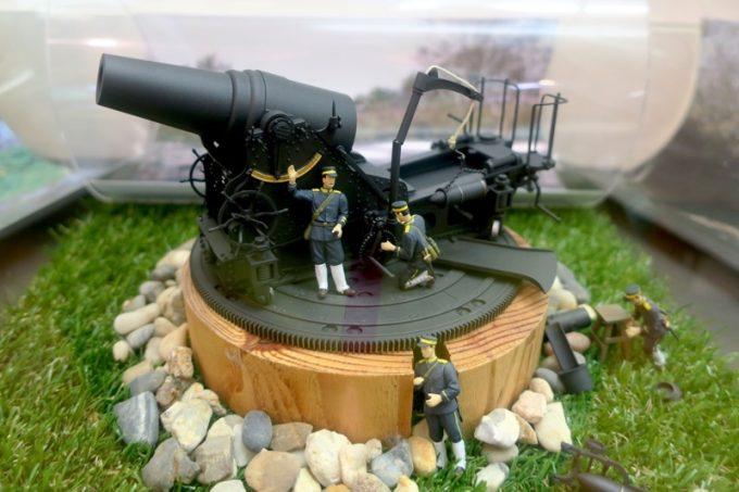 函館山にあったであろう大砲台のミニチュア。