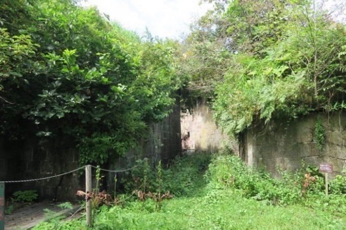 函館山の薬師山砲台跡の入り口。