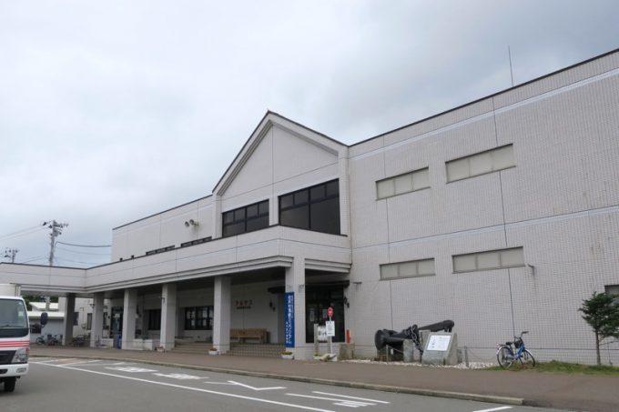 佐井〜仏ヶ浦の定期観光船乗り場がある「アルサス」の外観。