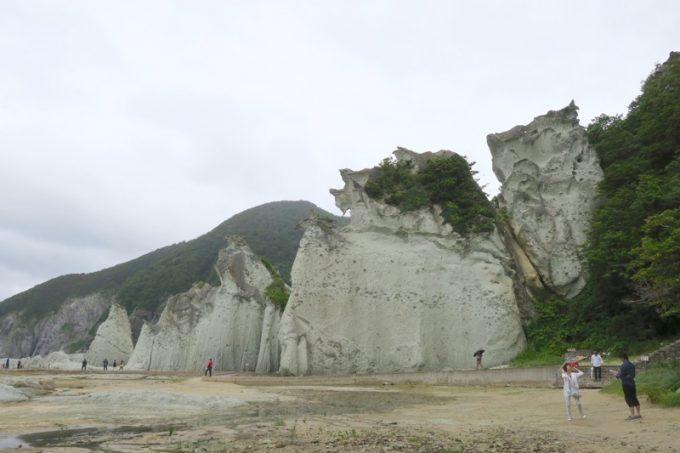 鷲のように見える岩(岩竜岩)と梟に見える岩(観音岩)