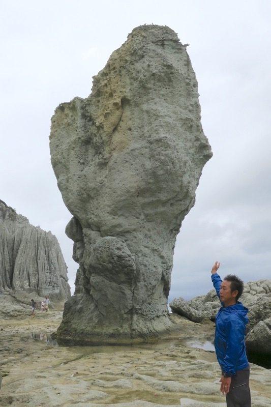 仏ヶ浦の「如来の首」という付き出た大岩。ガイドさんが案内してくれたのはここまで。