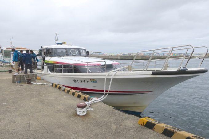 朝10時40分、仏ヶ浦観光船のサイライト号に乗り込む。