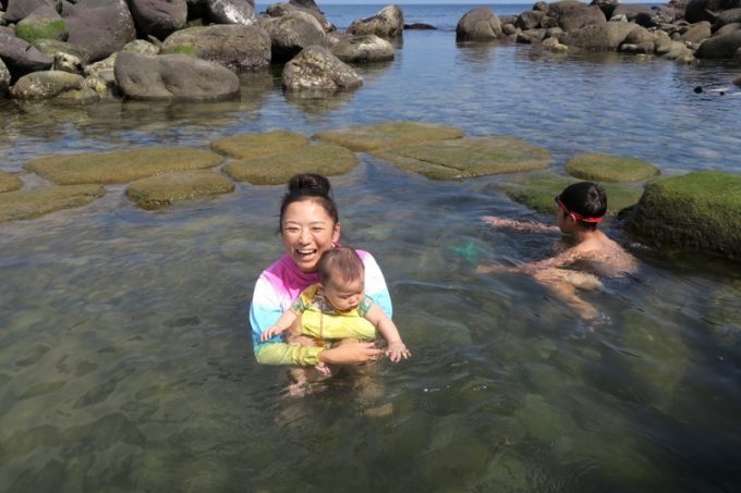 「水無海浜温泉」は全裸でも入れるし、水着着用で入浴することも可能。