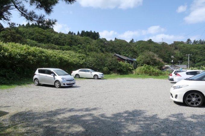 「水無海浜温泉」の無料駐車場。