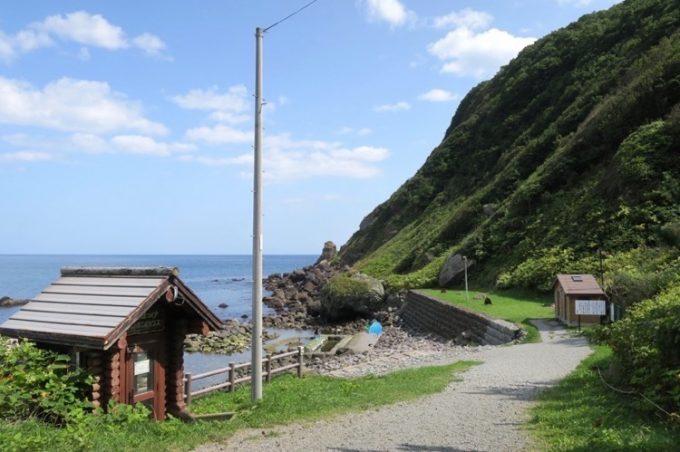 恵山の裾にある「水無海浜温泉」。