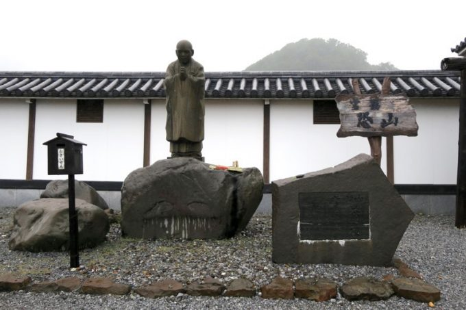 恐山菩提寺総門にあった来迎の像