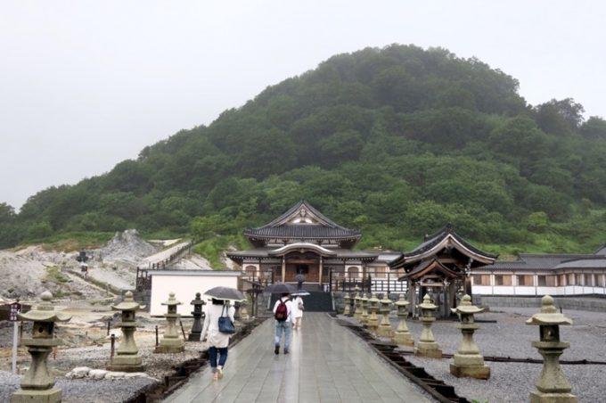 山門を潜ると、本尊安置地蔵殿が見えてきた。