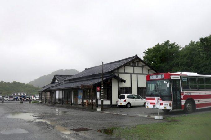 下北交通の路線バス「恐山」停留所