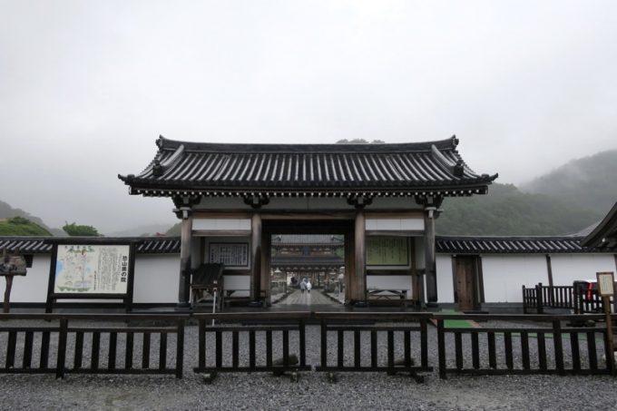 恐山菩提寺の総門。